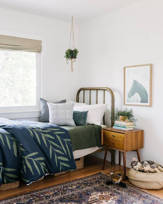 The land of nod beckons: the most beautiful vintage bed frames on Vinterior