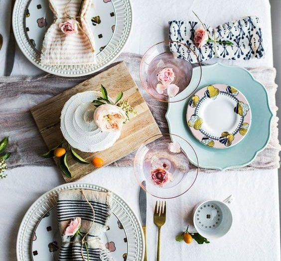 Inspiring vintage table scapes for summer dinner parties