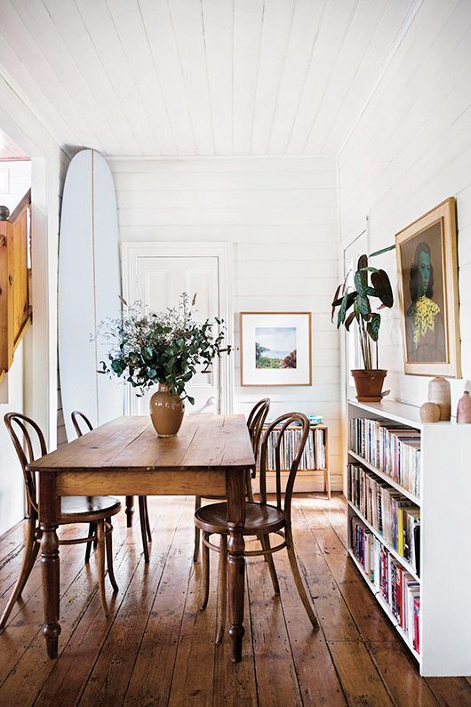 Vintage chairs, tables, paintings… a new collection of designs we love.