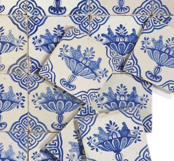 Beautiful antique Dutch Delft chinaware on Vinterior