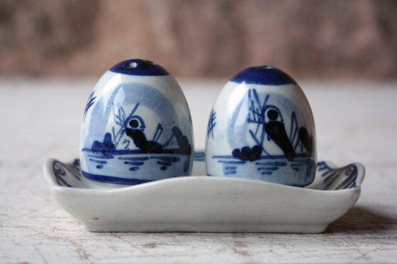 delft salt pepper shaker vintage chinaware